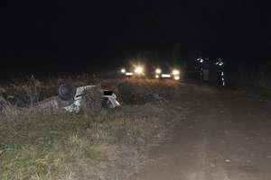 Pijany 23-latek z zakazem kierowania spowodował wypadek