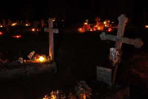 Zapłonęły świeczki dla Warmiaków w Orzechowie