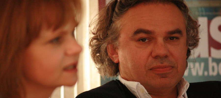 Artur Becker podczas spotkania w bartoszyckiej bibliotece w 2009 roku