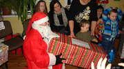 Mikołaj do dzieci w Zalesiu przyjechał na... rowerze