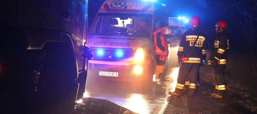 Tragedia na drodze. Potrącony mazdą 62-latek uderzył w inny samochód