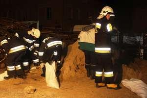 Cofka z Zalewu Wiślanego. Strażacy zabezpieczyli budynki mieszkalne