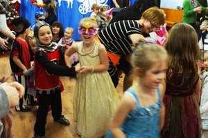 Pląsy i dobra zabawa na Balu Karnawałowym w przedszkolu