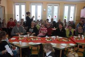 Przedszkolaki z Sokolicy świętowały Dzień Babci i Dziadka