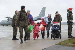 Pierwsze rodziny uchodźców z Donbasu opuszczają ośrodek w Rybakach