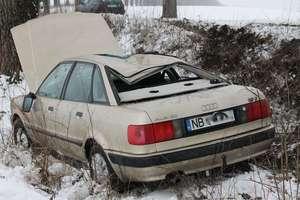 Audi wpadło do rowu. Rannego 8-latka zabrał helikopter [FILM]