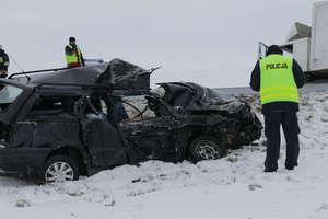 28-letni kierowca passata zginął pod Bisztynkiem [WIĘCEJ ZDJĘĆ]