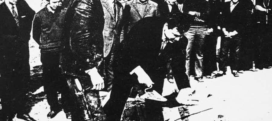 Luty 1975 r. Plac budowy szpitala wojewódzkiego. Na pierwszym planie I sekretarz KMiP PZPR Bolesław Smagała