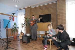 Muzykalni goście w szkole