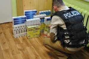 Znaleźli blisko 14 tysięcy sztuk papierosów i alkohol z przemytu