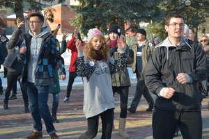 Wspólnie zatańczyli wyrażając swój sprzeciw wobec przemocy