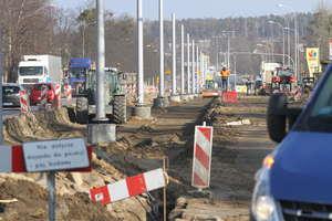Przejazd przez skrzyżowanie ulic Leonharda z Towarową. Po najnowszych zmianach