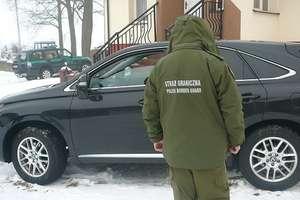 Pościg straży granicznej za lexusem. Złodziej chciał uciec na Litwę