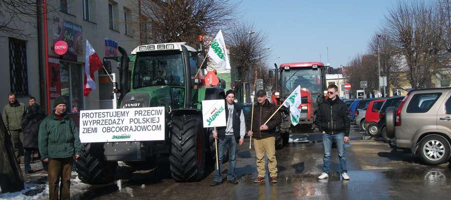 Niemal równo dwa lata temu nasi rolnicy protestowali w Makowie przeciwko wyprzedaży polskiej ziemi obcokrajowcom. Teraz ma być podobnie