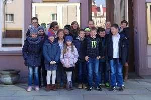 Dzieci i młodzież z Kurek z wizytą w Olsztyńskim Teatrze Lalek