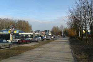 Ogromne korki na Warszawskiej. Kolizja 3 pojazdów na Leonharda