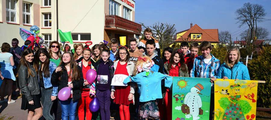 Gimnazjaliści z Piecek zamiast na wagary święto wiosny obchodzili w szkole