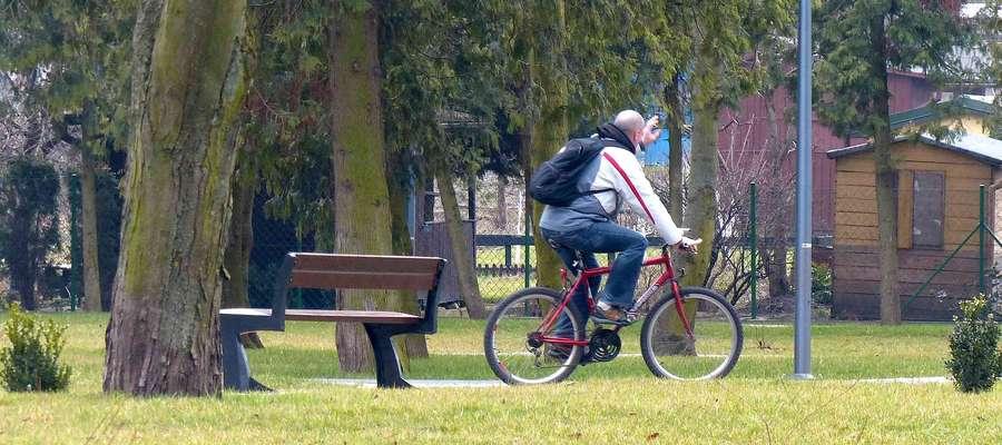 Czy spokojnie jeżdżący rowerzyści ļedą musieli zrezygnować z przejazdów Łazienkami?