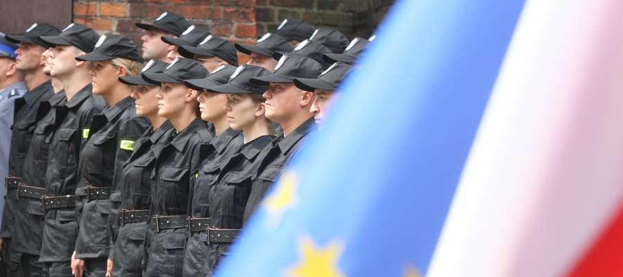 Pasowanie policjantów na olsztyńskim zamku