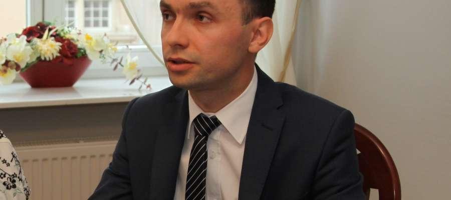 Mam nadzieję, że z roku na rok będzie coraz więcej ofert i coraz więcej absolwentów będzie chciało korzystać z tej formy wejścia na rynek pracy — mówi Tomasz Chętnik