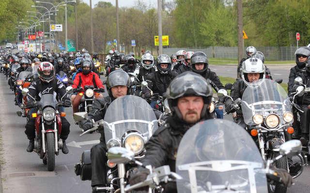 Pokazy motocyklowe i parada ulicami Olsztyna - full image
