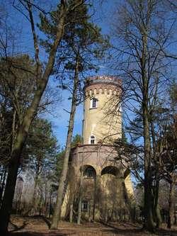 Wieża Bismarcka obecnie stoi w Parku Sikorskiego