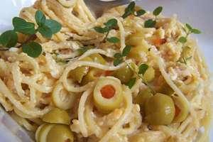 Spaghetti z boczkiem i jajkiem