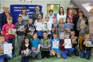 Zmagania dzieci w szkole w Tereszewie