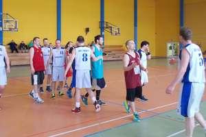 Basket Iława grał w Prabutach — o zwycięstwie w finale zadecydował rzut w ostatniej sekundzie