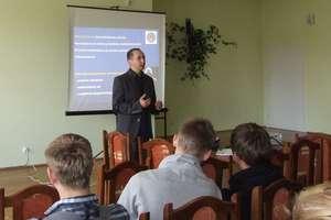 """""""Bezpieczeństwo w sieci"""" tematem spotkania z uczniami Zespołu Szkół Zawodowych w Iłowie-Osadzie"""