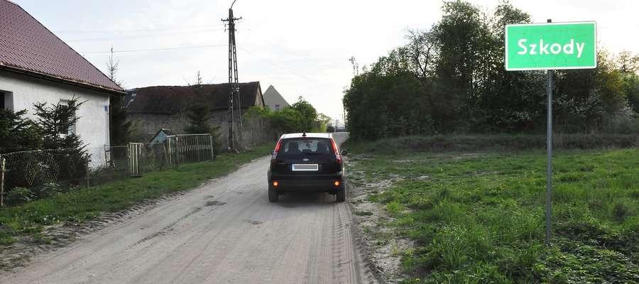 Gmina Biała Piska otrzymała pieniądze w ramach programu Sapard na budowę drogi do Szkód. Asfalt położono, ale do... kolonii Kózki