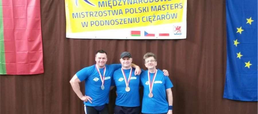 Zadowoleni z medali zawodnicy Zamku Kurzętnik