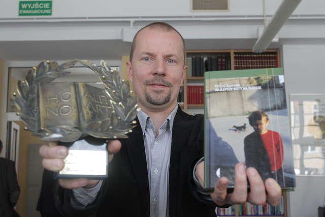Statuetka WAWRZYNU w tym roku trafiła w ręce reportażysty Michała Olszewskiego - full image
