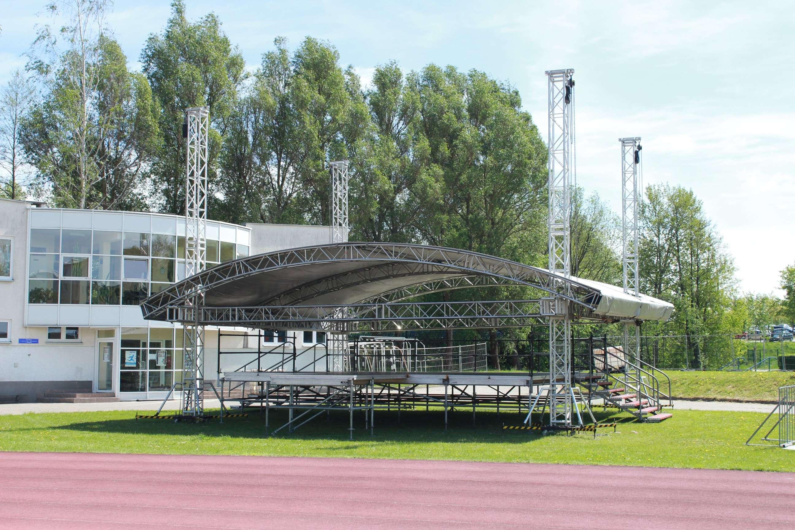 Scena na stadionie lekkoatletycznym w Kortowie