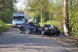 Śmiertelny wypadek pod Górowem Ił. 35-latek uderzył w drzewo