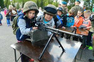 Uczniowie szkoły w Galinach odwiedzili  jednostkę wojskową