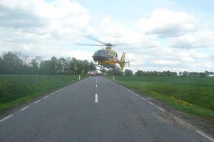Nadmierna prędkość, poślizg, wypadek. Ciężko ranna dwulatka zabrana helikopterem do szpitala