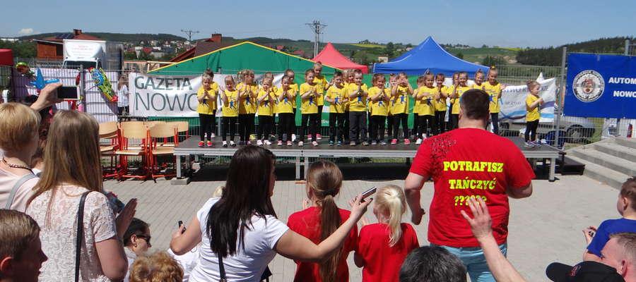 Występ najmłodszych tancerzy na targach w Kurzętniku