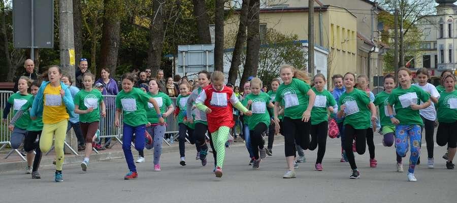 """XIX Uliczne Biegi Dziecięce """"Mazury Cud Natury"""", Węgorzewo, 2 maja 2015 r."""