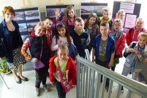 Dzieci z Pakosz odwiedziły bibliotekę w Pieniężnie
