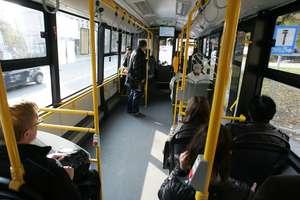 Policja poszukuje świadków! Kobietę uderzyły drzwi autobusu miejskiego