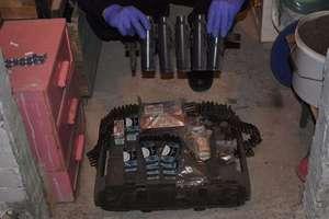 Broń i substancje wybuchowe z arsenału zawodowego żołnierza z Olsztyna pod lupą