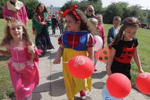 Setki przebranych przedszkolaków z Olsztyna przeszło w barwnej paradzie
