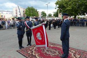 Iławski Zakład Karny ma sztandar — zobacz zdjęcia z uroczystości pod ratuszem