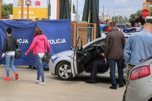 Mężczyzna zmarł na ul. Dworcowej w Olsztynie przy przechodniach, zareagowały tylko dwie kobiety