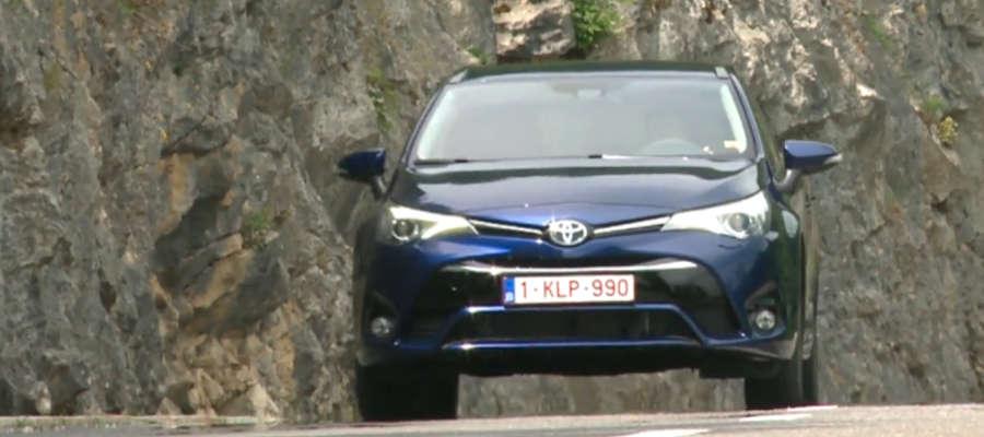 Nowa generacja czy tylko facelifting? Nowa odsłona Toyoty Avensis
