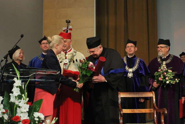 UWM nadał tytuł honoris causa prof. Woźnickiemu - full image
