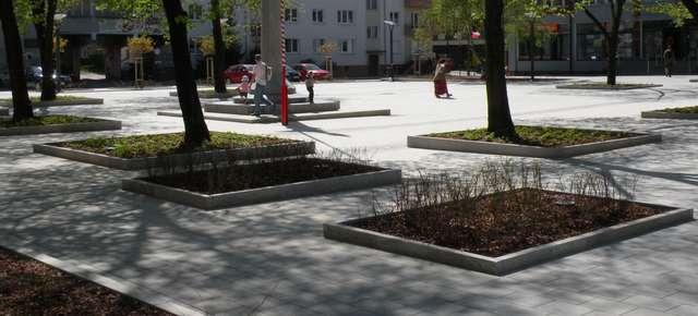 Plac Konsulatu Polskiego w Olsztynie - czyli zabetonowany dostęp do wody - full image