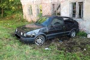 Volkswagen zatrzymał się na budynku – pow. braniewski