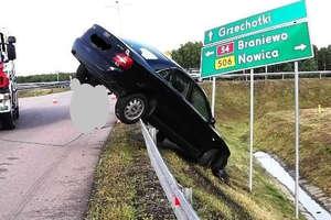Audi uderzyło w barierę